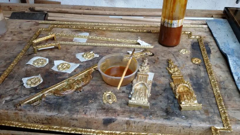 Patine des bronzes à la gomme laque